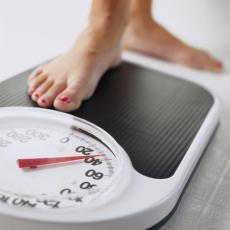 mujer en la pesa